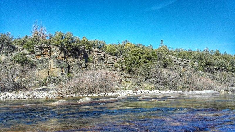 Río Tormes. EDS La Aliseda. Tramo intermedio entre el puente de Navamediana y el pueblo.
