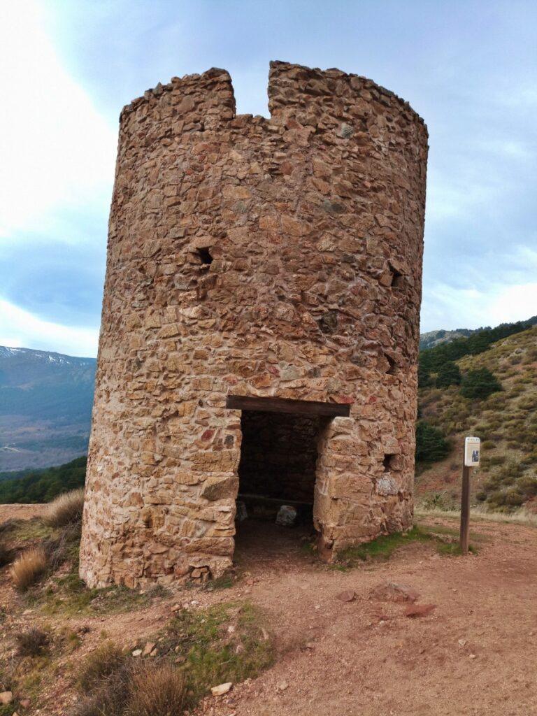 Mina de plata de Bustarviejo y cima del Mondalindo - Puerta de la torre de la mina