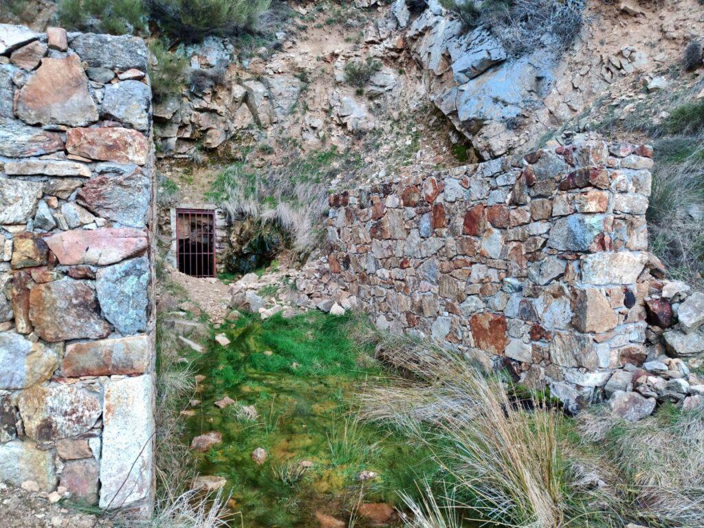 Mina de plata de Bustarviejo y cima del Mondalindo - Boca mina